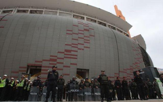 1 800 polic as brindar n seguridad por partido per for Puerta 9 del estadio nacional de lima